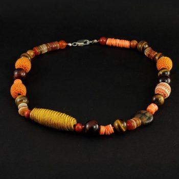 Köves ásványi ékszer narancs színű nyaklánc vegyes kövekből