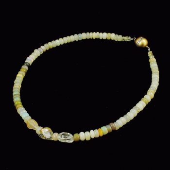 Köves ásványi ékszer Csodás minőségű opál nyaklánc topázzal