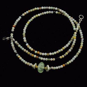 Köves ásványi ékszer. Peru opál nyaklánc prechnittel