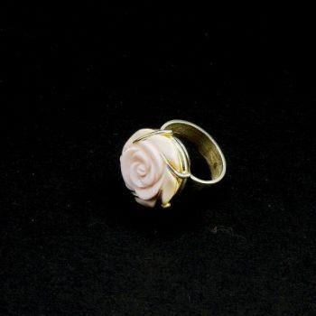 Köves ásványi ékszer Queen Conch kagyló közepes faragott rózsa 925-ös ezüst gyűrű