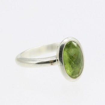 Köves ásványi ékszer peridot ovál álló ezüst gyűrű