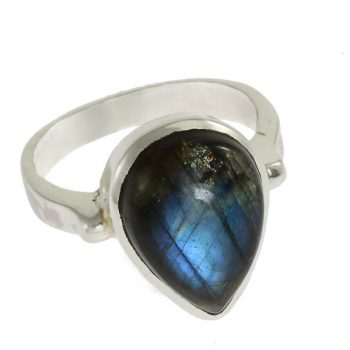 Labradorit ezüst gyűrűben